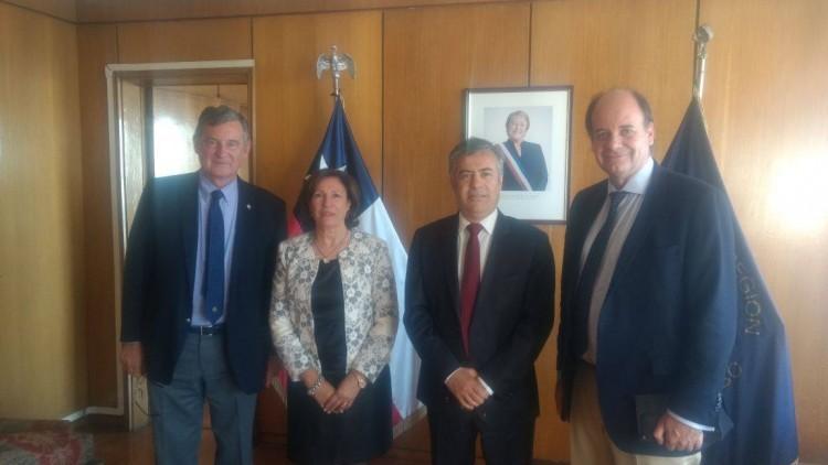 El Gobernador de Mendoza y el intendente de la Quinta Región de Chile firmaron un convenio de colaboración para sentar las bases del desarrollo del comercio y la logística a través de los Andes Áridos