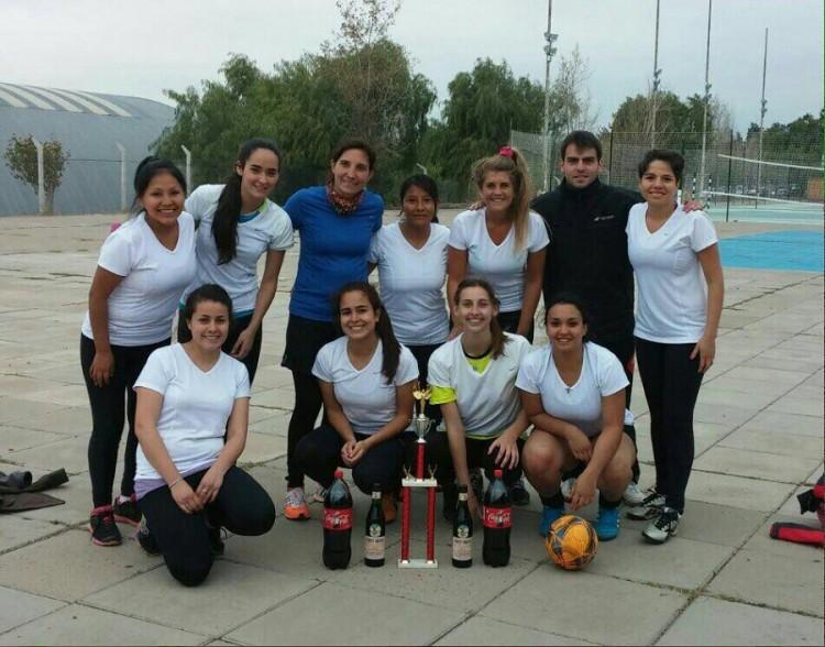 El equipo de fútbol femenino de la Facultad ganó torneo el fin de semana