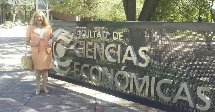 El Doctorado en Ciencias Económicas recibió a la Dra. Catalina García Vizcaíno