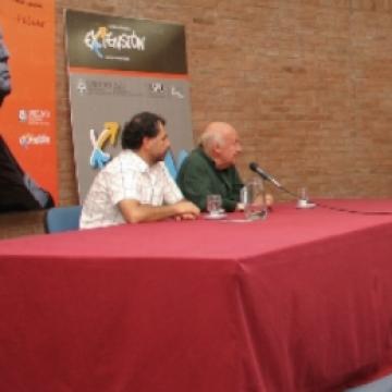 Eduardo Galeano dialogó con la prensa en nuestra Universidad