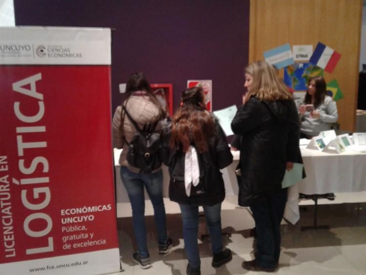 Presencia de la Licenciatura en Logística en la Expo Educativa de Zona Este