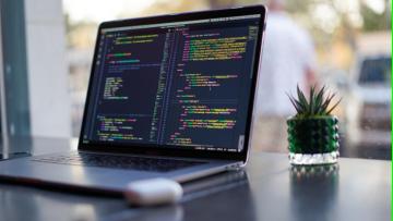 Egresados y egresadas UNCUYO podrán aprender a programar desde cero de forma gratuita.
