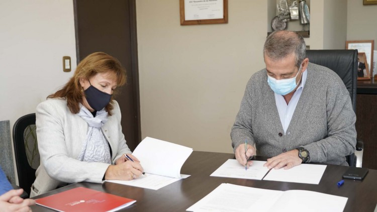 La Facultad de Cs. Económicas firmó un convenio para la conformación del Centro de Emprendedores de Junín